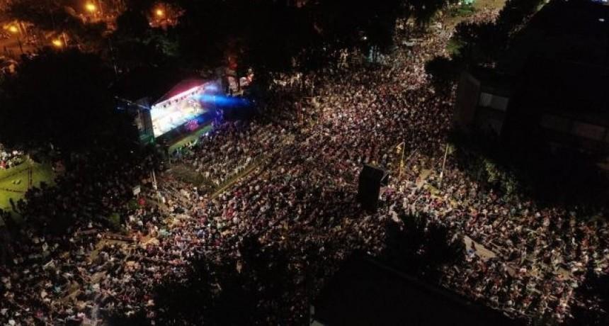 """Una multitud ovacionó a """"Los Nocheros"""" en el cumpleaños de Avellaneda"""
