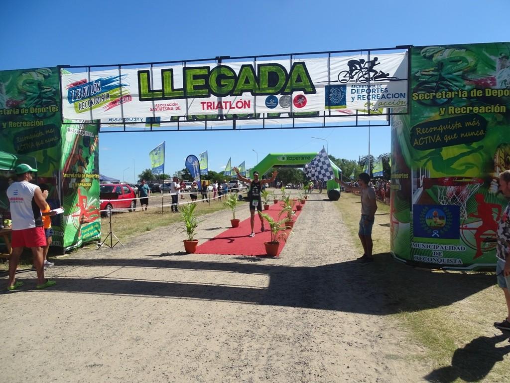 Pierri y Balbi ganaron el Triatlón Ciudad de Reconquista