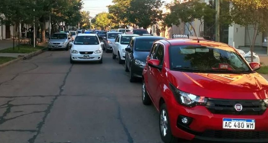Protesta de remises frente a la municipalidad de Reconquista