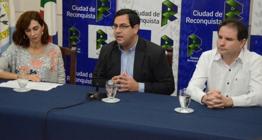 """Lanzamiento de la II Feria del Libro de Reconquista """"Gente del Agua"""""""