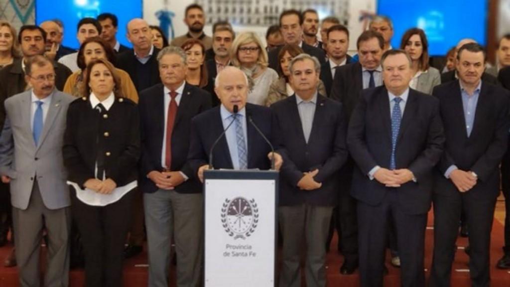 Lifschitz suspendió la consulta por la Reforma de la Constitución