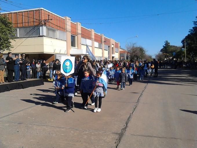 Desfile en homenaje a la Bandera en Avellaneda