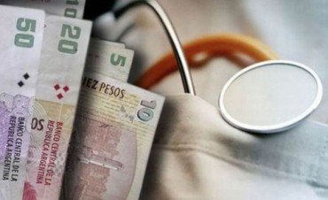 No tenía para pagar el plus, el médico no lo atendió y fue retirado por la Policía.
