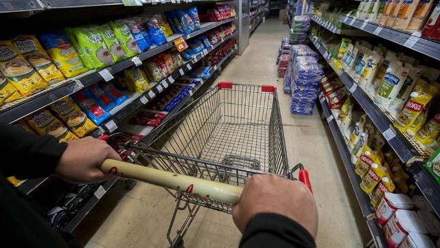 El consumo no mejora: supermercados vendieron 4% menos