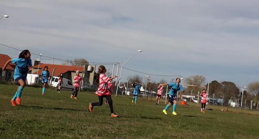 Primer Escuela de fútbol infanto juvenil femenina