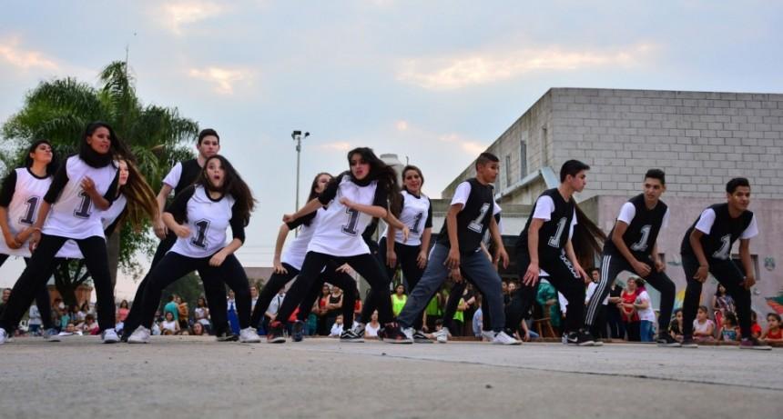 Estudiantina Olímpica 2018: danza en el Paseo del Bicentenario