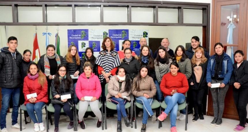 Alumnos de Reconquista recibieron la 1º cuota de las Becas de Nivel Superior