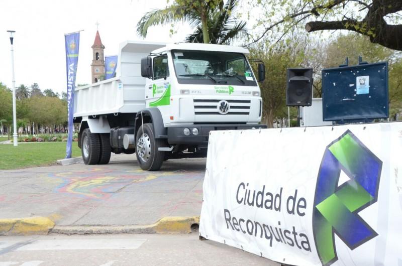 Dos nuevos camiones volcadores para Reconquista