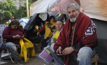 Raúl Castells lleva adelante una huelga de hambre en Plaza de Mayo