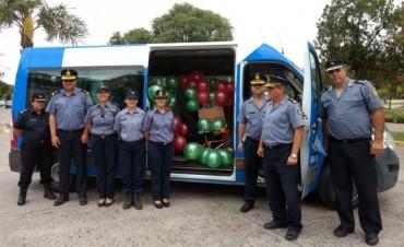 Policías regalaron juguetes a instituciones de Reconquista